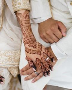 Узоры из хны на руках невесты