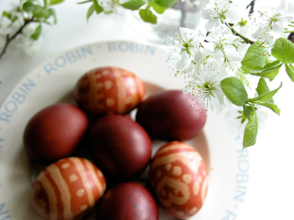 окрашивание пасхальных яиц