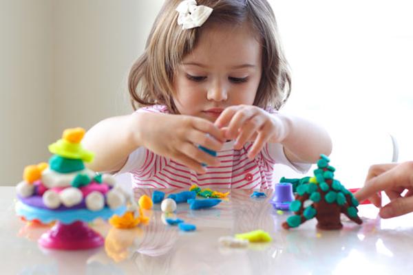 полезная игрушка пластилин